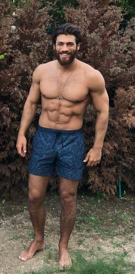 Yaman gladly demonstrates his magnificent body | Can Yaman ...