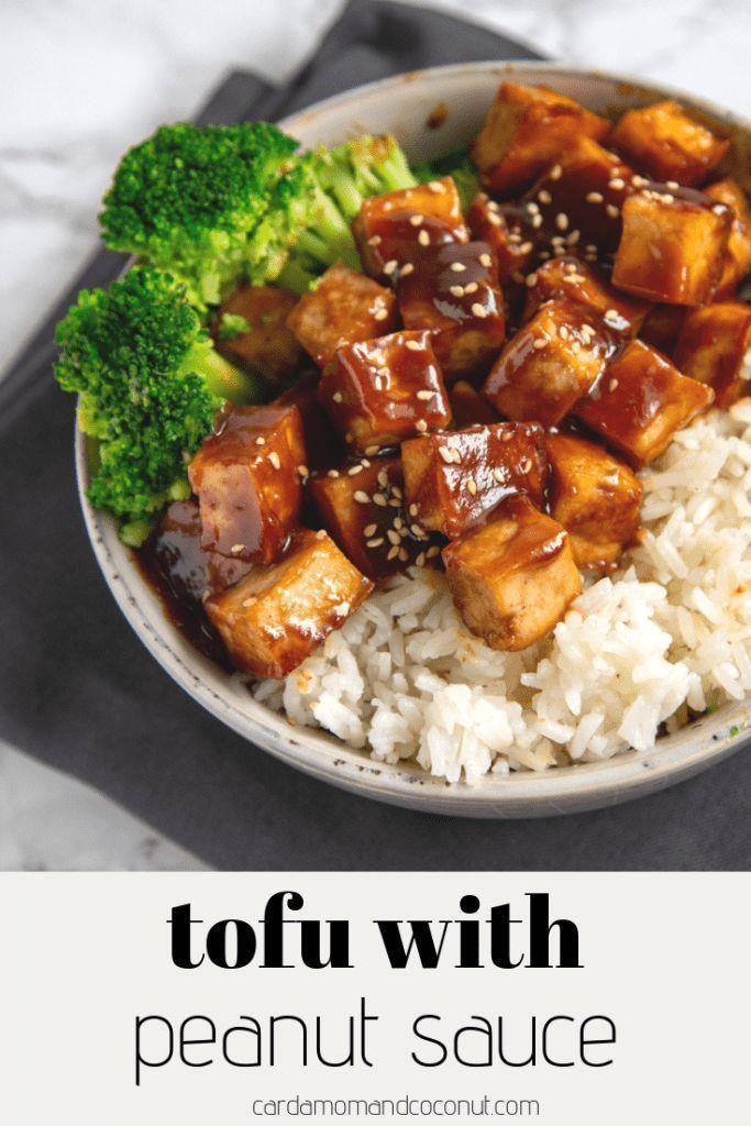 Cremige Tofuwürfel, serviert mit einer süßen und würzigen Erdnusssauce. Mit Reis servieren ...   - herzhaft kochen - #cremige #einer #Erdnusssauce #herzhaft #Kochen #mit #Reis #servieren #serviert #süßen #Tofuwürfel #und #würzigen #weeknightdinners