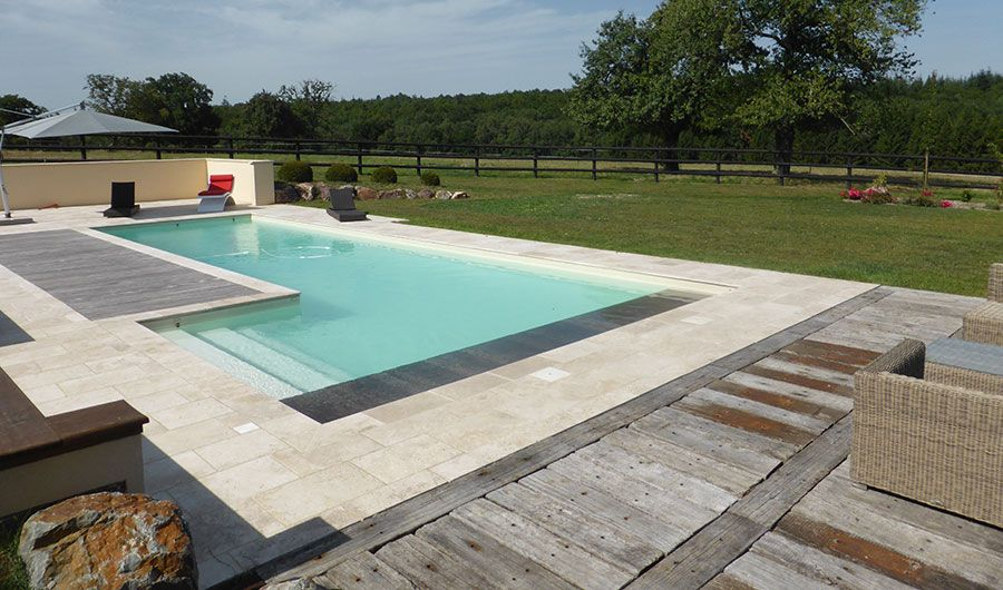 Un choix qui opte d cid ment pour le naturel avec un - Entourage de piscine ...