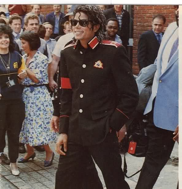 School Shooting Britain: Michael Jackson In San Fransisco (1989) After Visiting The
