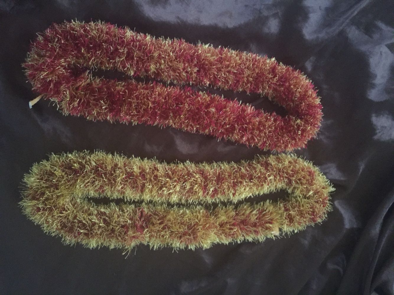 2 Color 1 Straw Leis 1 Skein Each Color I Used Maroon Gold