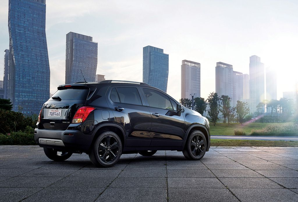 Chevrolet Trax Crosses To The Dark Side Chevrolet Trax Small