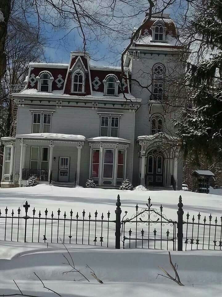 Lady in white victorian homes lapeer michigan
