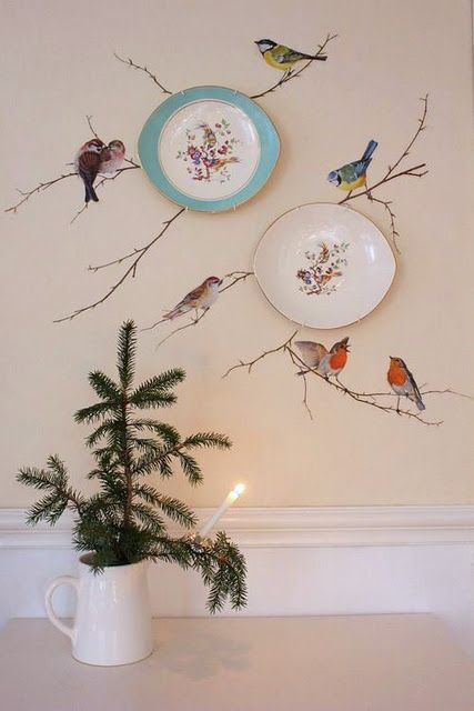 What a wonderful idea...what a wonderful border around a room with the plates and the bird paintings...so original!!