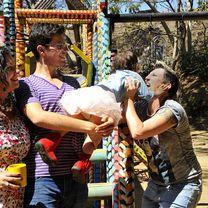 Dos mamás, un papá, una hija: una familia sin moldes #Tolerancia #Familia