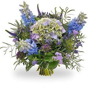 Boeket Wendy  Weelderig boeket van diverse bloemen in blauw paarse tinten met in het midden een mooie hortensia bol.  EUR 21.95  Meer informatie  http://ift.tt/299lSFf #bloemen