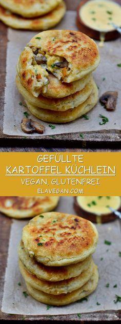 Diese gefüllten Kartoffel Küchlein (würzige Pfannkuchen) sind ein herzhaftes Wohlfühlgericht welches sich bestens als Mittagessen oder Abendessen eignet. Das Rezept ist vegan, glutenfrei und einfach zu machen! #vegan #pfannkuchen #küchlein #glutenfrei #abendessen #mittagessen | elavegan.com/de #veganerezeptemittag