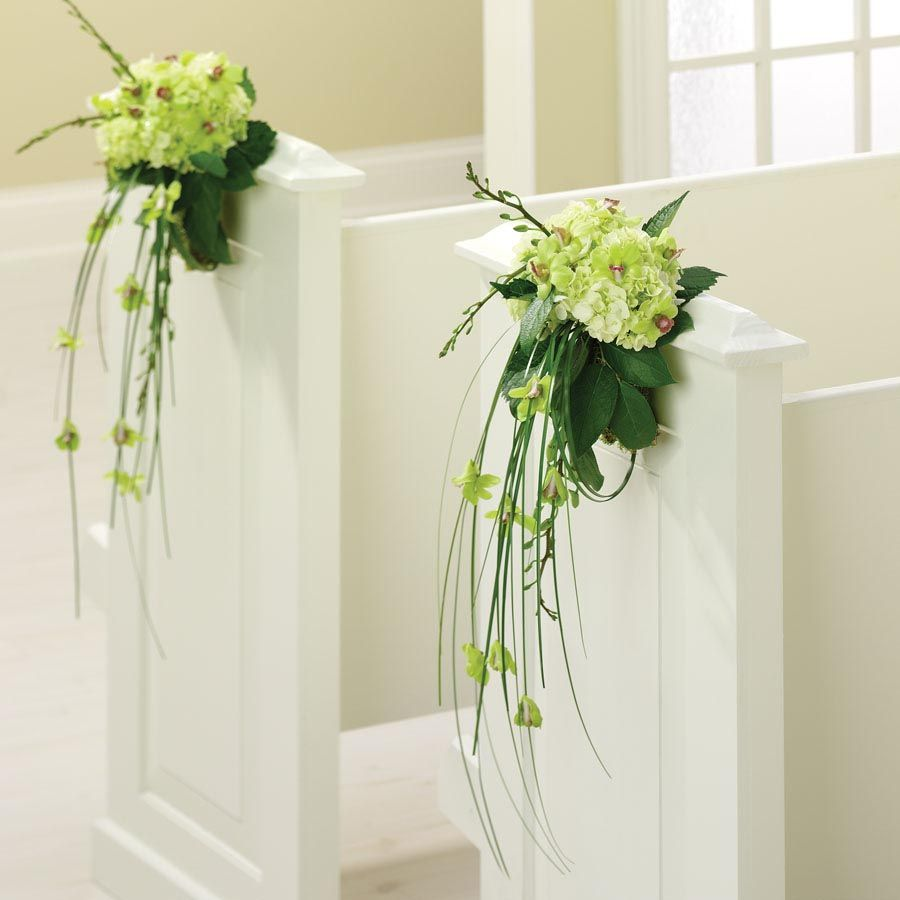 Wedding Pew Decoration Ideas: Friendly Surrounding In The