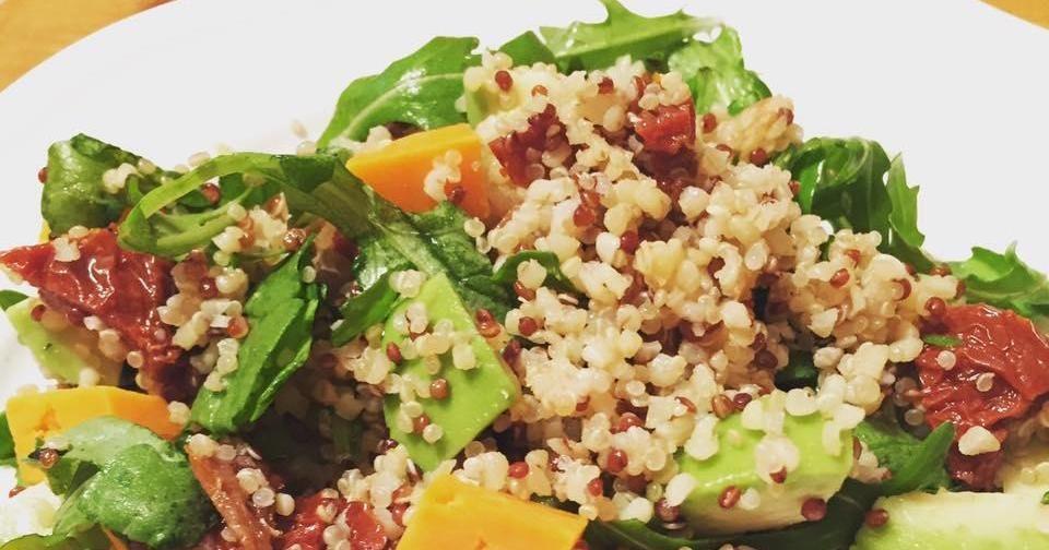 Aprovecha Todas Las Virtudes Nutricionales De La Quinoa También En Ensaladas Una Buena Propuesta Es Esta Del Blog F Ensalada De Quinoa Comida Comida Saludable