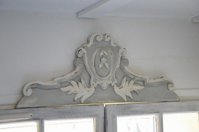 Fronton-haut-de-porte-patine-decoration-haut-de-porte-haut-de