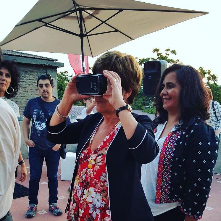 An awesome Virtual Reality pic! Alcaldesa @josefaerrazuriz inmersa en la aplicación #CastillitoSermini disponible en #googleplay @providencia #realidadvirtual #virtualreality by chileinmersivo check us out: http://bit.ly/1KyLetq