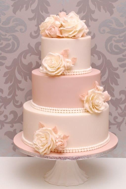 Der brauch der hochzeitstorte entstand im 19 jahrhundert und ist heute nicht mehr wegzudenken - Hochzeitstorte dekorieren ...