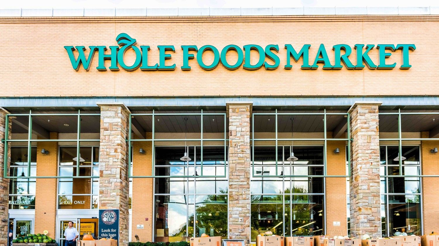 Amazon prime members now get discounts at whole foods