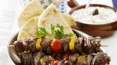 Das schmeckt nach Urlaub: Lammschaschlik mit Zaziki | http://eatsmarter.de/rezepte/lammschaschlik-mit-zaziki