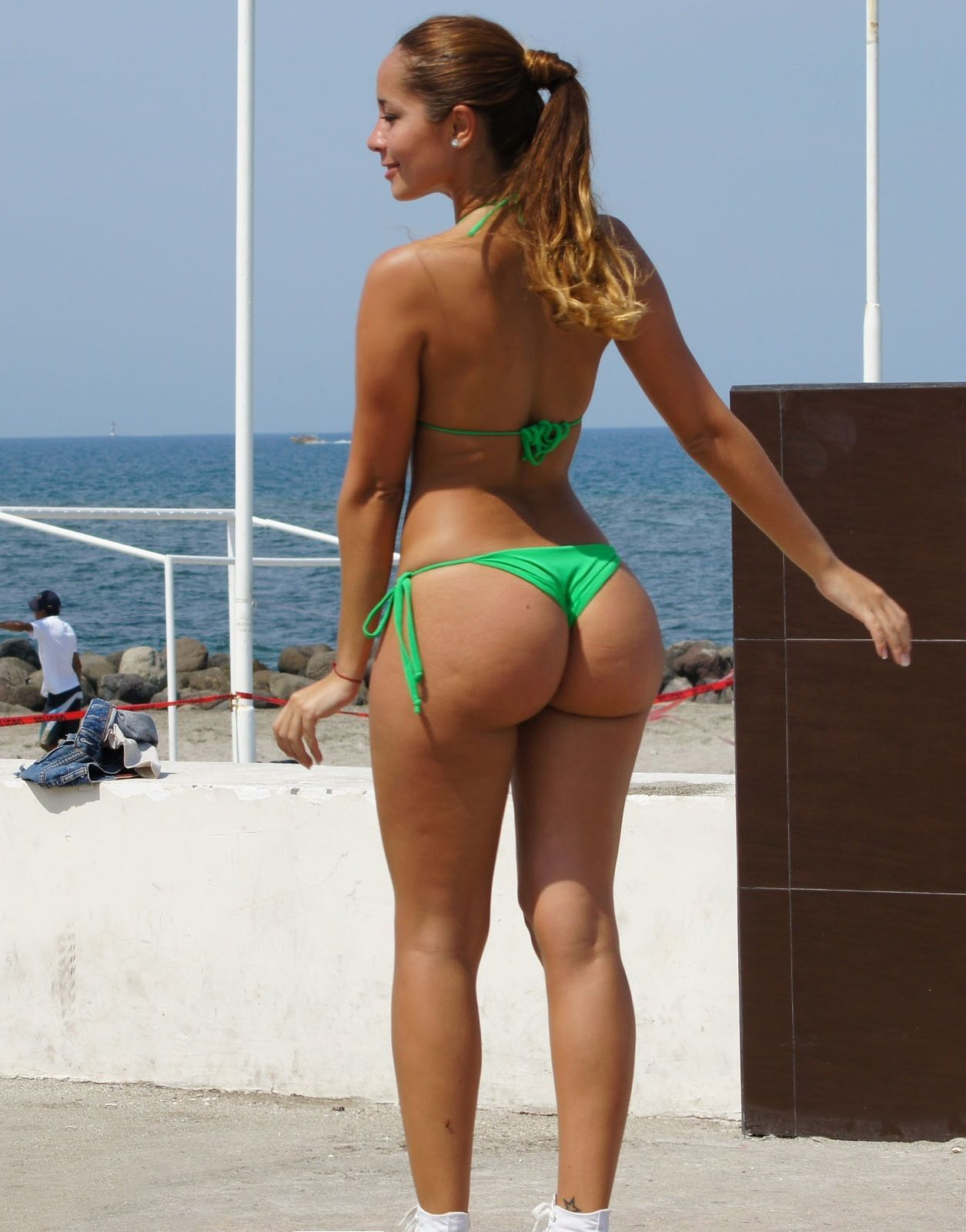 Big bikini butt photo woman