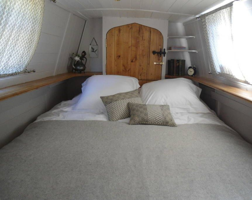 Small Space Living in a Narrowboat Tiny Home in London Photo