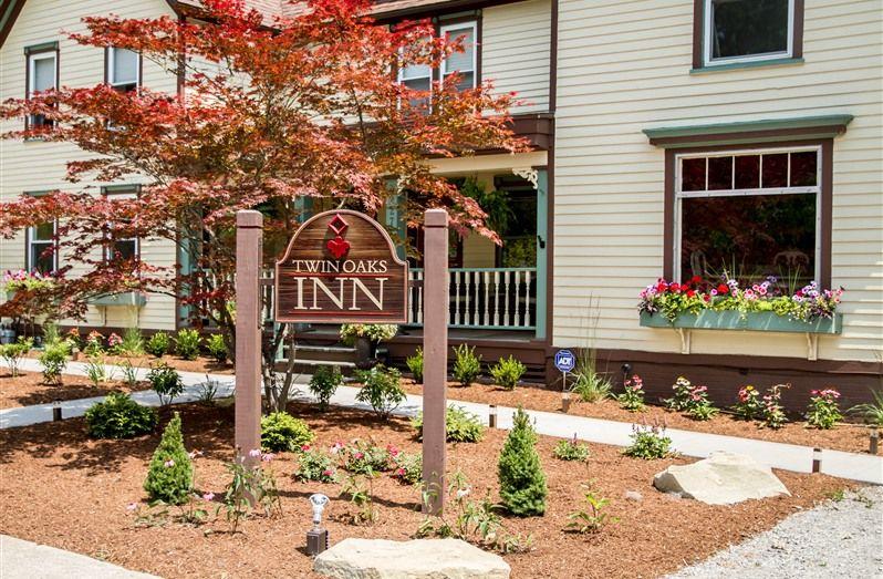 Twin Oaks Inn in Saugatuck, Michigan B&B Rental
