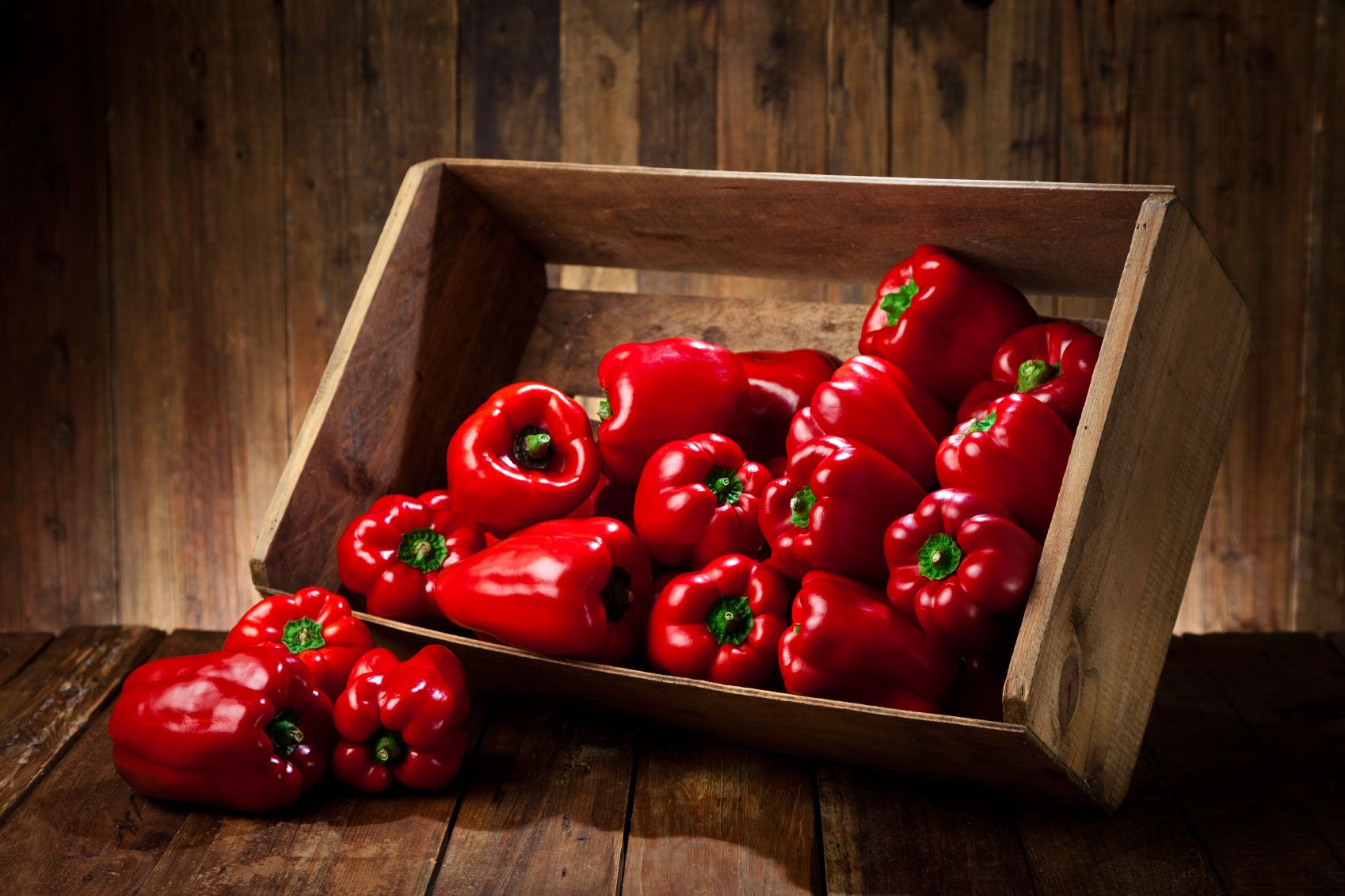 Den Rode Peberfrugt Smager Ikke Bare Godt Den Er Ogsa Spaekket Med C Vitamin Og Oplagt Som Slankemad Her Kan Du Laese Hvorfor Fruit Superfood Vegetables