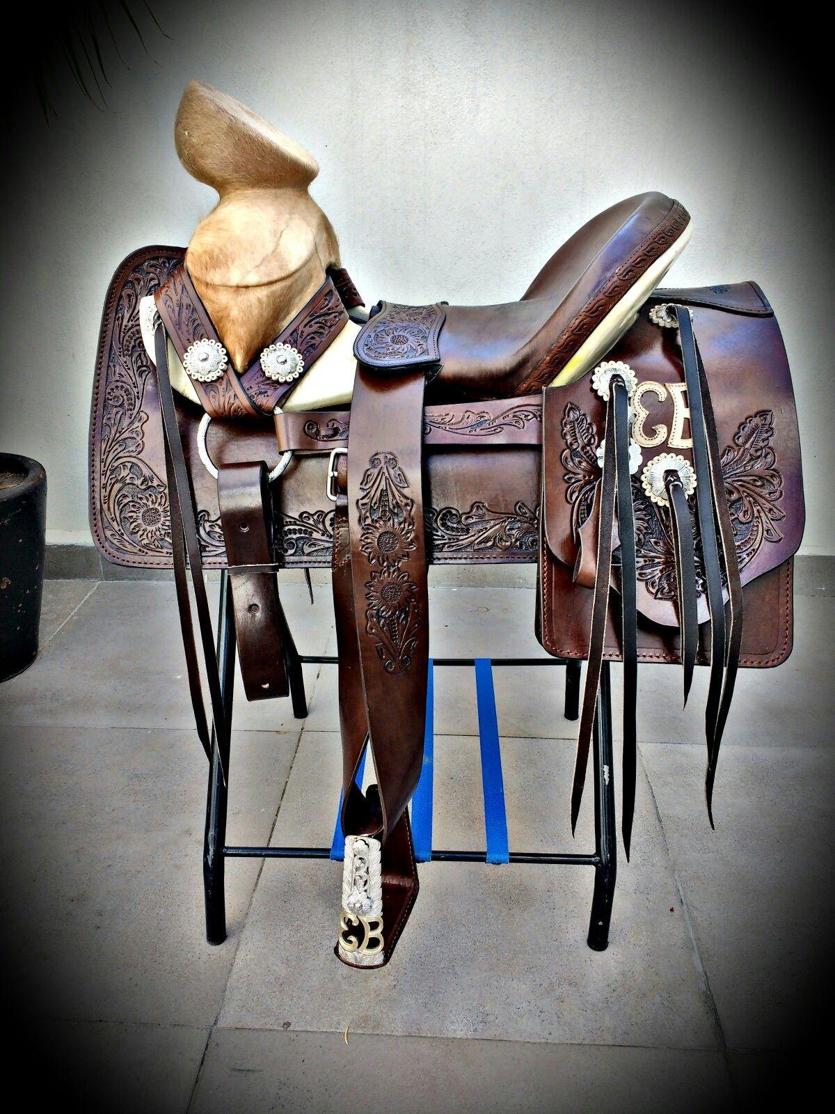 Pin de david glenn en dream saddle pinterest charreria for Monturas para caballos