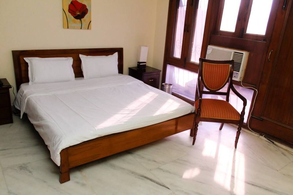 A 3 BHK apartment in Empire Apartment, Sultanpur, New Delhi. It is an elegantly designed house with planned interiors and enjoys many advantages due to its strategic location. There are 3 bedrooms in the house with fully set bed and mattresses.