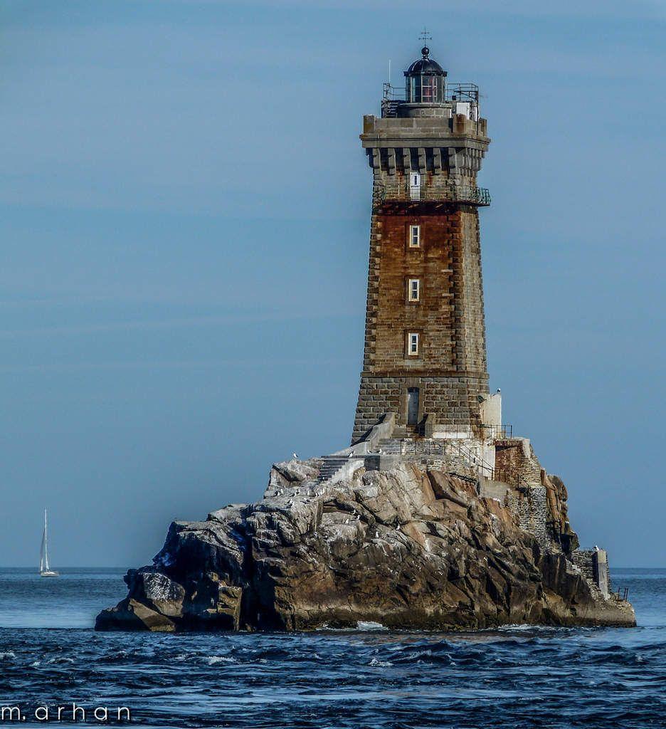 Mer calme pour observer le phare de la vieille de plus - Office de tourisme andorre la vieille ...