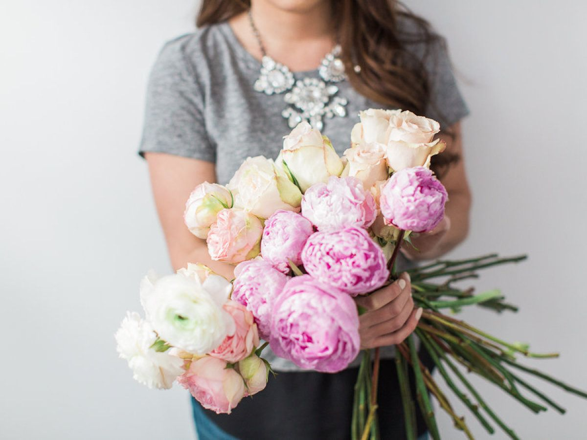 Pretty peony + rose blooms: http://www.stylemepretty.com/vault/image/2659941 Photography: Bradley James - http://bradleyjamesphotography.com/