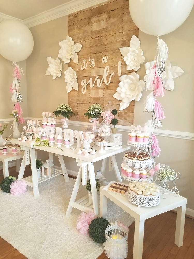 Baby shower party ideas in 2019 backdrops chandeliers for Dekoration fur babyparty