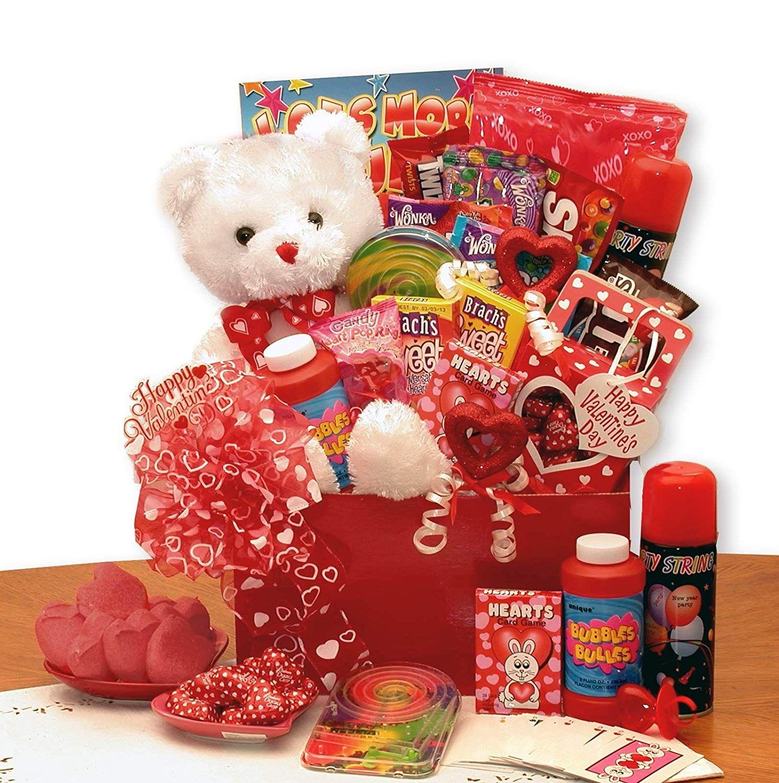 GiftBasketsAssociates Bear of Hearts Valentine Gift Box