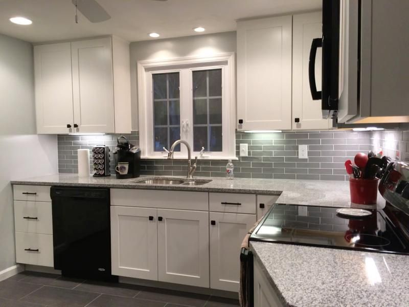 White Shaker cabinets can be made classic or modern! Check ...