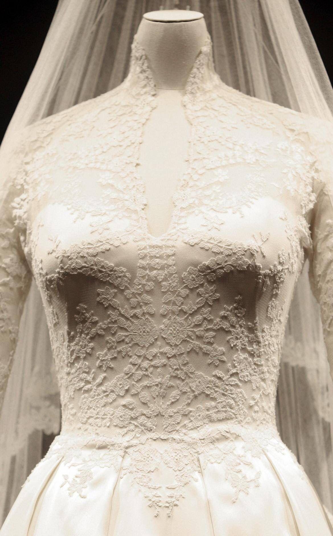 Alexander Mcqueen Wedding Dresses Royal Wedding Gowns Kate Wedding Dress [ jpg ]