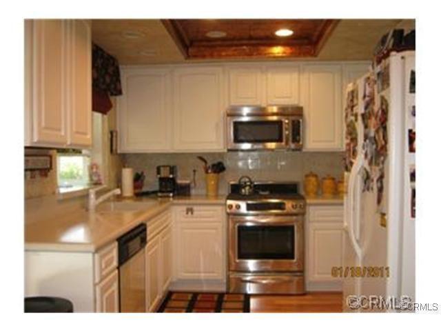 10 S Dearborn St Redlands Ca 92374 3 Beds 2 Baths Home Redlands Kitchen Cabinets