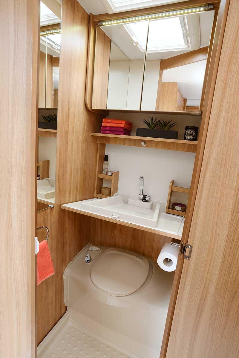 Cabinet de toilette, lavabo ouvert.  Aménagement camping car