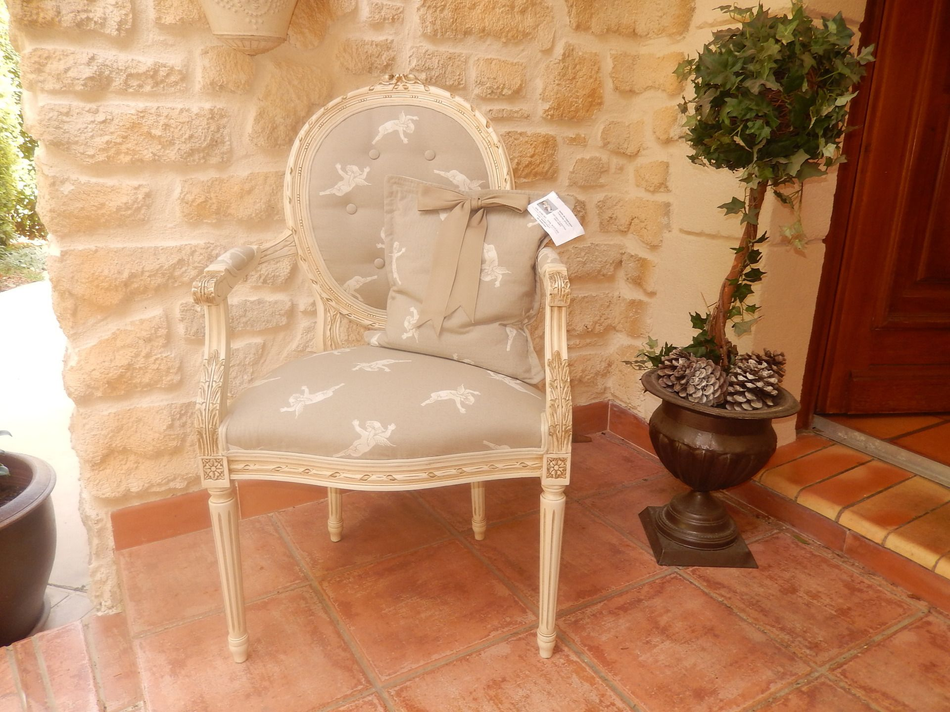fauteuil cabriolet louis XVI peint et patiné ivoire : Meubles et rangements par atelier-de-l-objet-peint