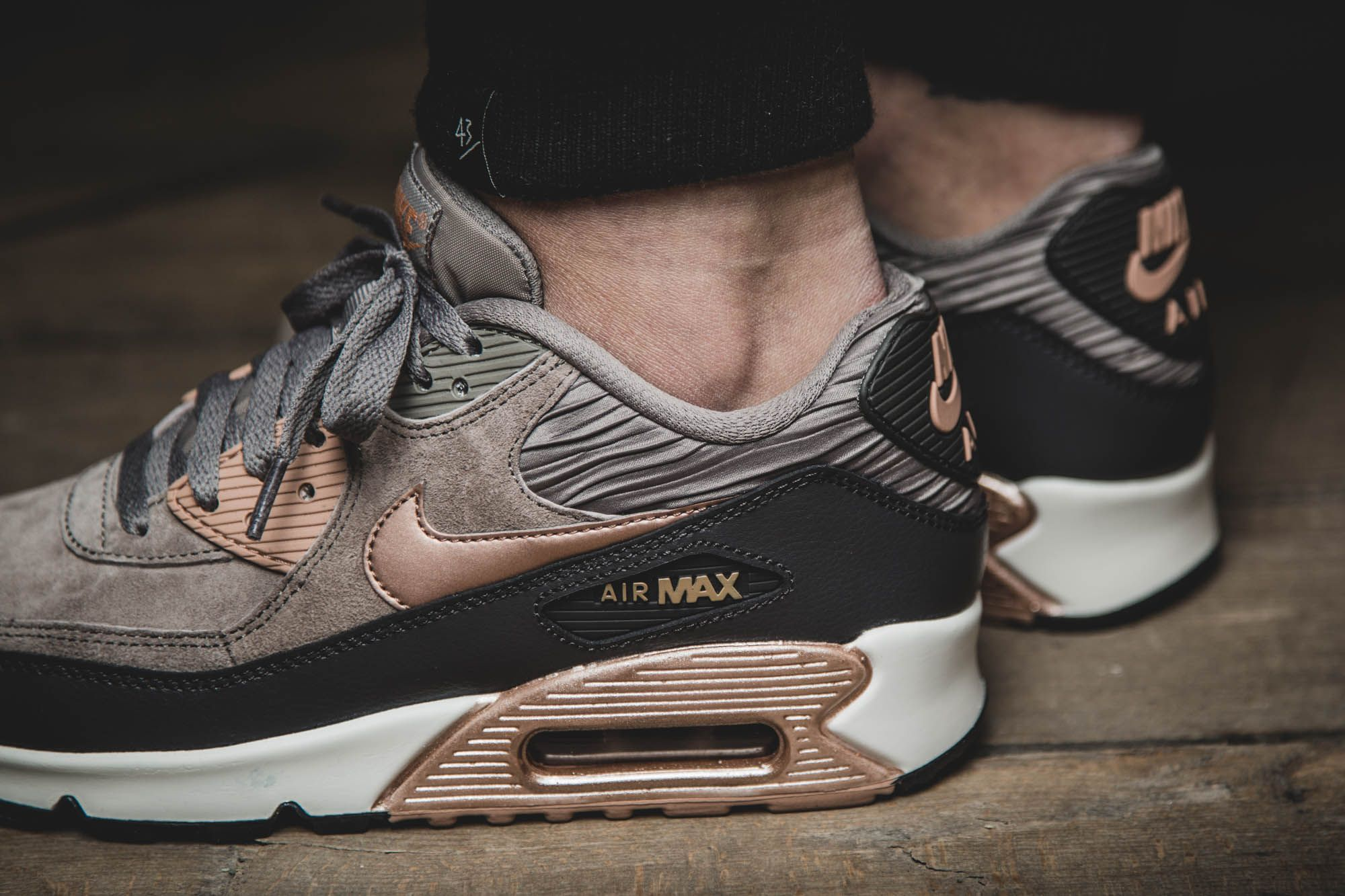 release reminder girls the nike air max 90 leather will be available at our shop tomorrow. Black Bedroom Furniture Sets. Home Design Ideas