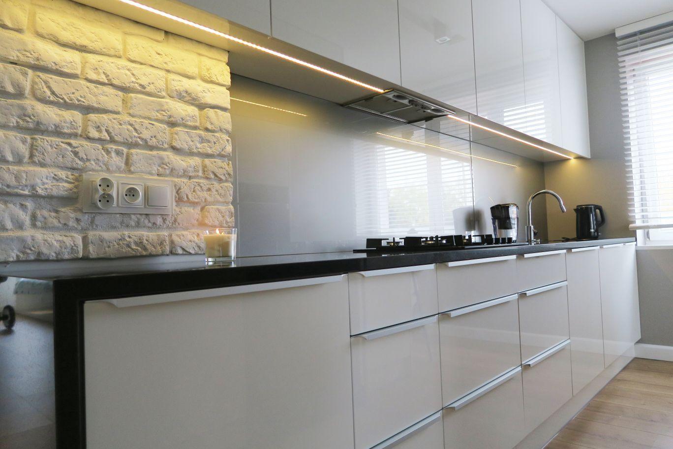 Kuchnia Na Wysoki Polysk Home Decor Home Kitchen Cabinets
