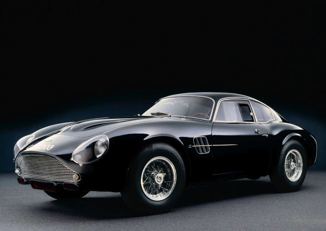1961 Aston Martin Db4gt Zagato Restomod The Basis For This Resto Mod Is The Am Db7 Vantage Sitting Beneath That Aston Martin Db4 Aston Martin Super Cars