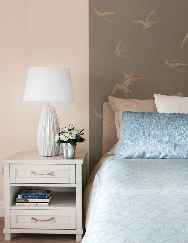 pastellrosa wandfarbe und taupefarbene tapete mit schwalbenmotiven ideen rund ums haus. Black Bedroom Furniture Sets. Home Design Ideas