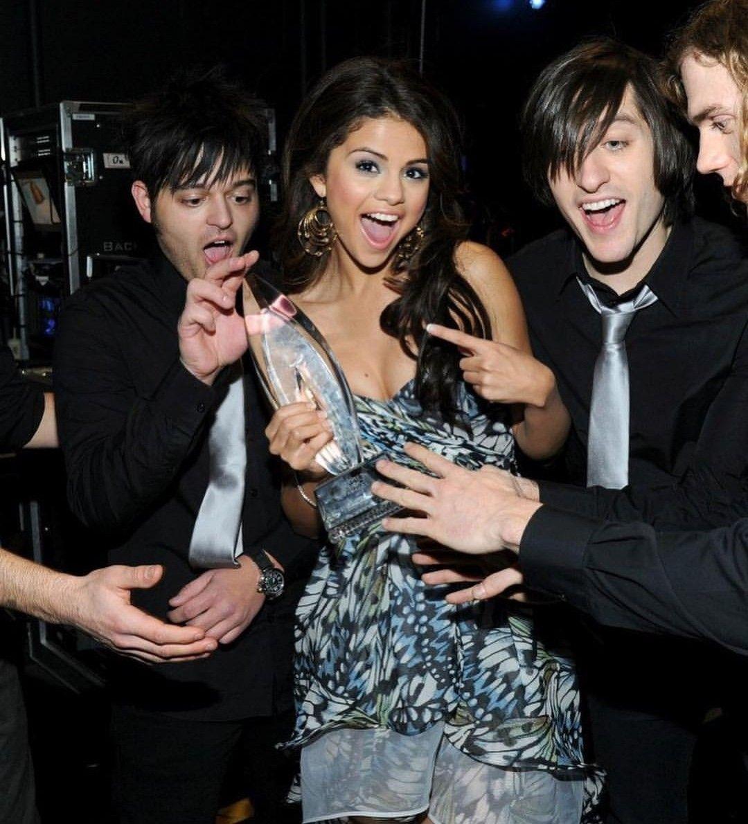 Pin by Betül on Awards | Selena gomez, Selena, Fictional ...