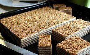 Krásné řezy, plněné nugátovým krémem a ochucené nejlepším irským likérem. Vrch posypaný skořicovými ořechy - už nyní tečou sliny !!!