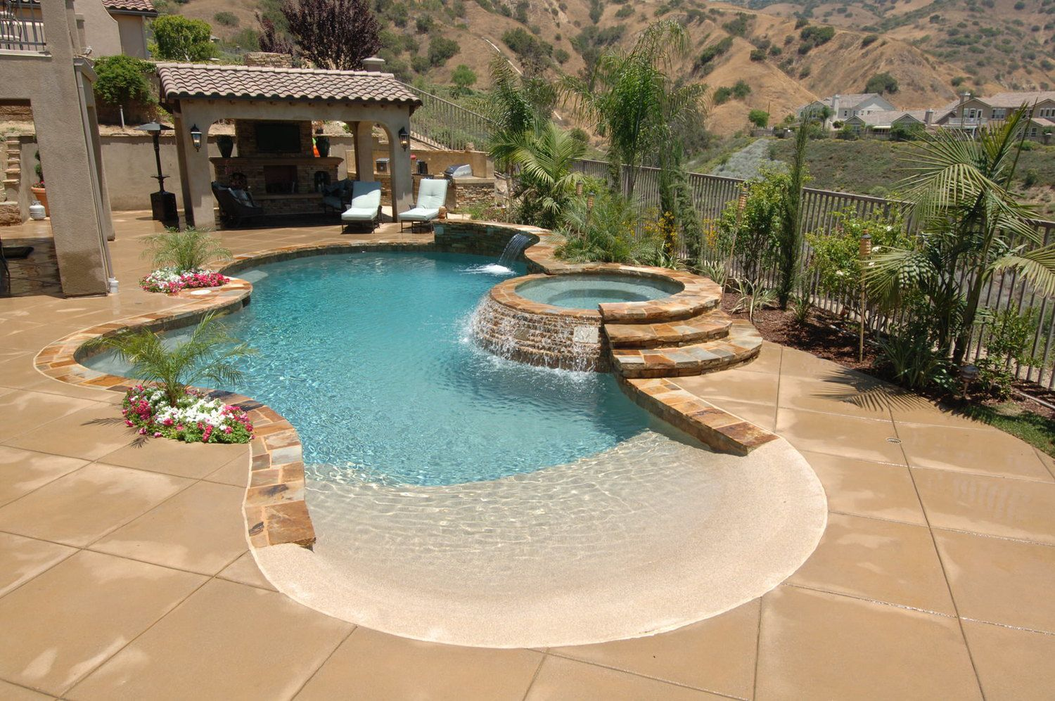 Pin By Casa Vida On Pool Beach Entry Pool Backyard Beach Small Pool Design