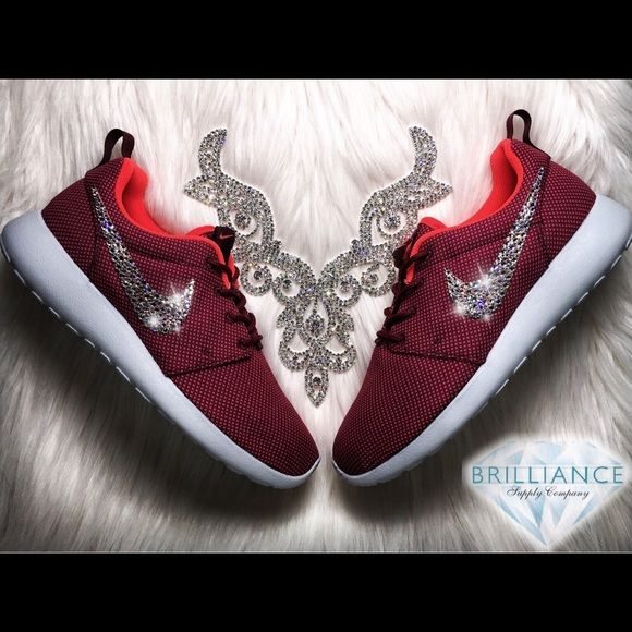 Tropezón Nadie Estrecho  Swarovski Nike Roshe One Burgundy Premium Running Authentic Women's Nike  Roshe One Burgundy Premium Running … | Nike shoes roshe, Swarovski nike,  Nike shoes maroon