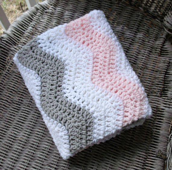 Una simple rosa y gris de ganchillo manta de bebé de chevron para tu ...