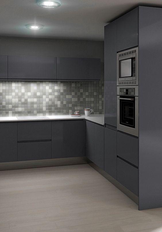 Una cocina llena de encanto en la que el gris es su for Que color de azulejo para una cocina gris