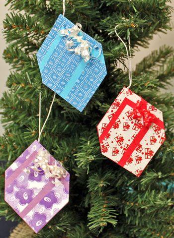 Christmas Tree With Gift Boxes Small Christmas Trees Christmas Tree Inspiration Christmas Tree With Presents