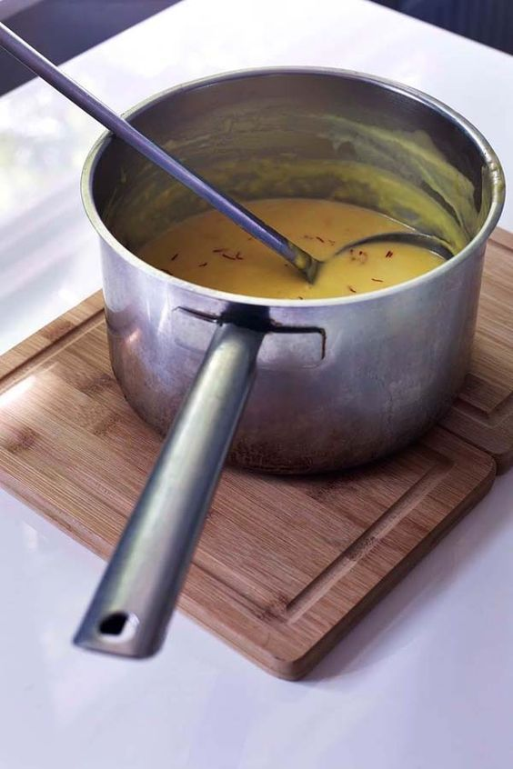 dit recept komt uit het kookboek hemelse modder. | saus, soep, dip
