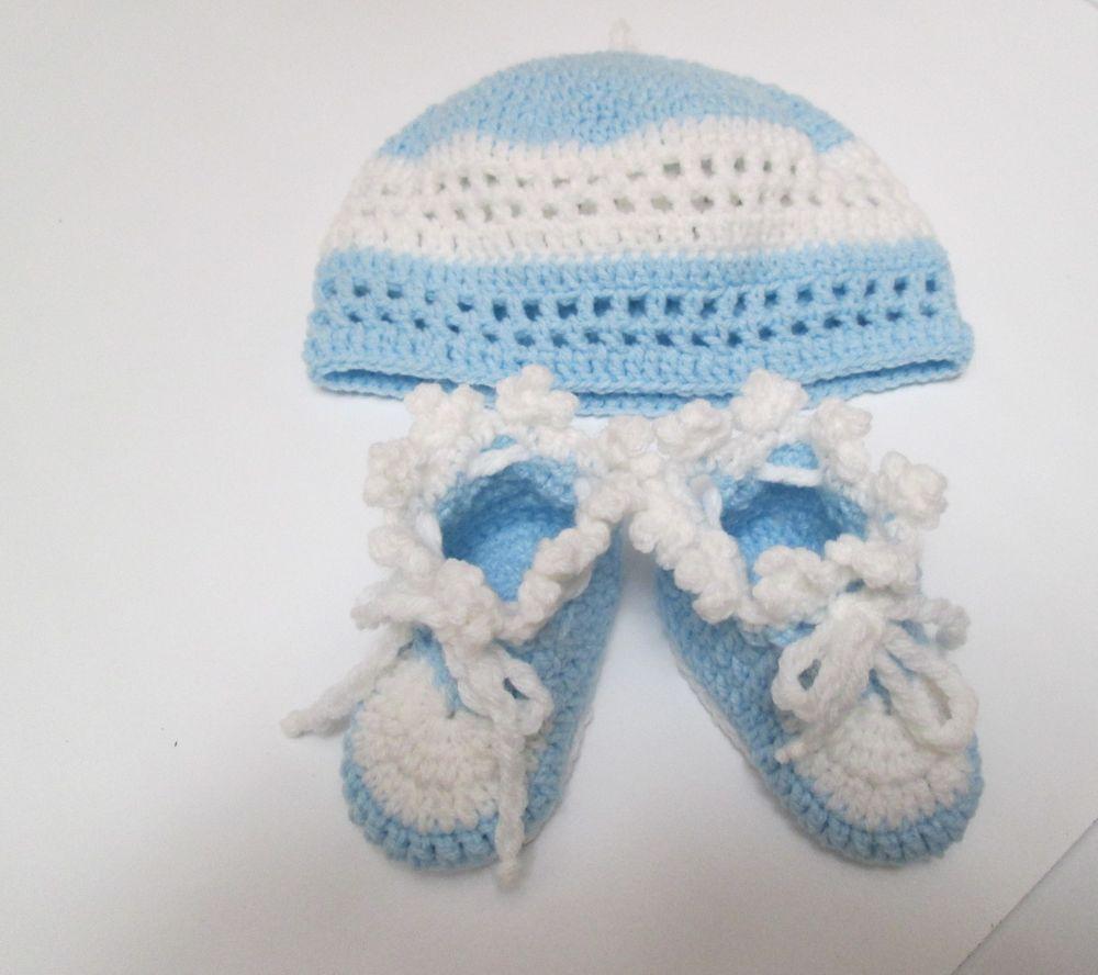 Cappellino e scarpine di lana lavorati a mano. 0/3 mesi