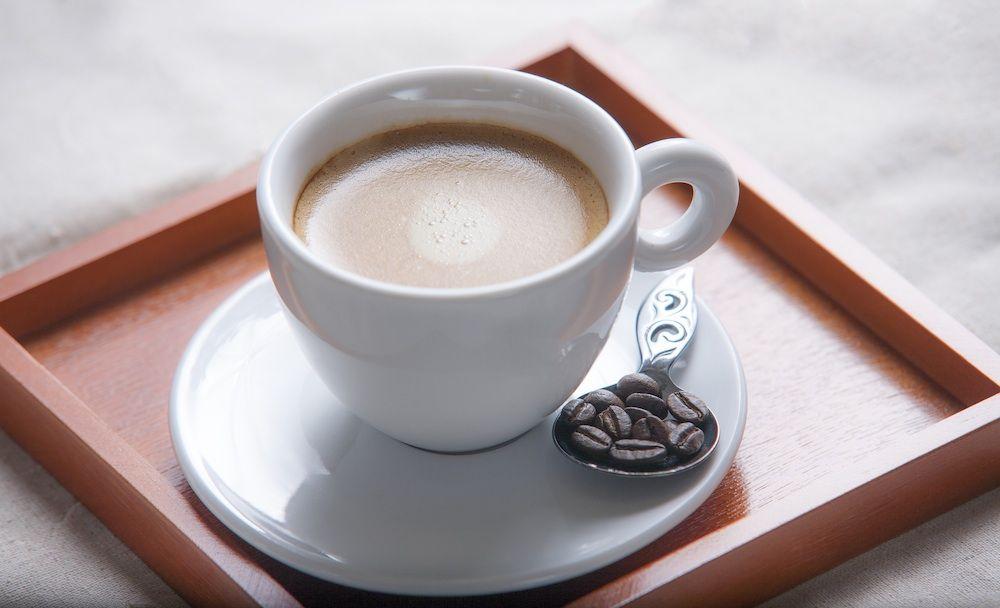 疲れている時はコーヒーブレイクで心も体もリラックス ブラックコーヒーよりも ミルクがブレンドされた甘いコーヒーの方が好きだという女子も多いと思います そんなミルクブレンドのコーヒー あなたは カフェオレ と呼びますか それとも カフェラテ と呼び
