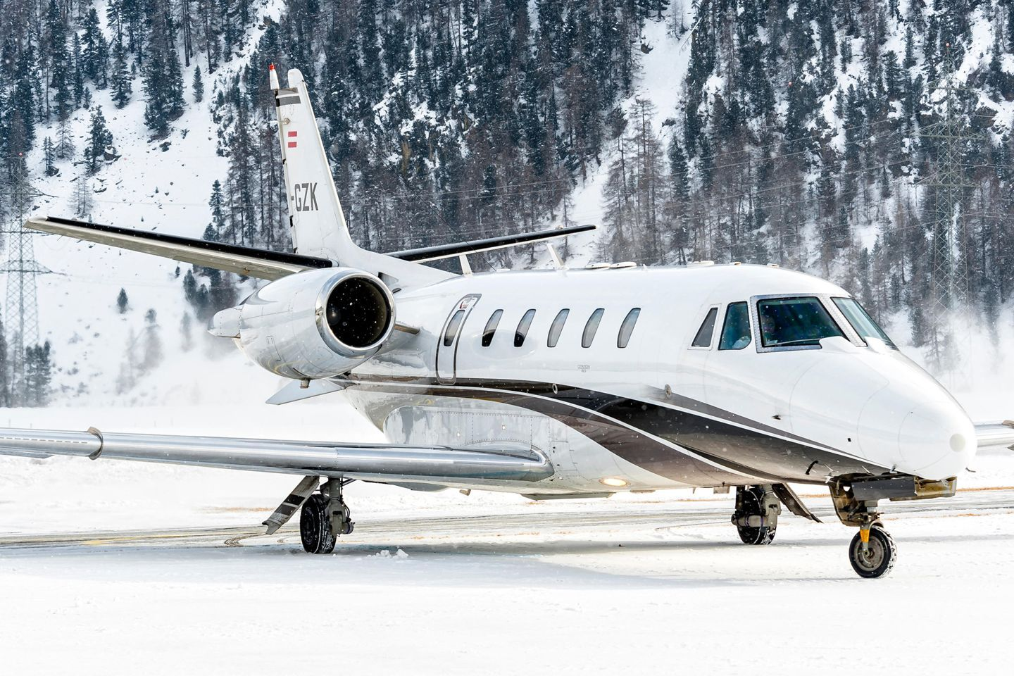 How much does it cost to charter a private jet private