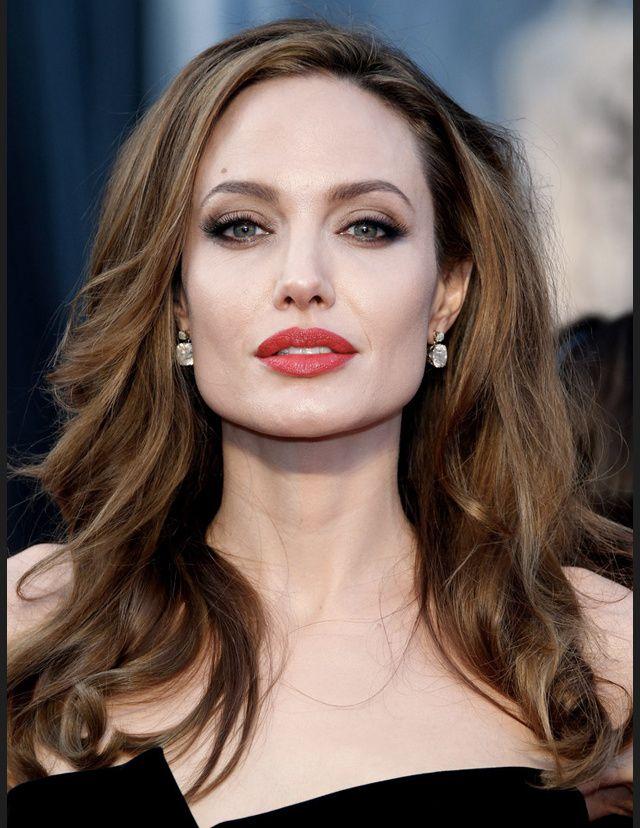 Plus Belle Femme Du Monde Sans Maquillage Les Actrices Brunes Les Plus Belles Du Monde Angelina Jolie Actrice Brune Maquillage Angelina Jolie Celebrites Sans Maquillage