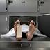 Murió encerrado en el congelador de una morgue